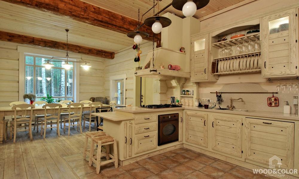 Интерьер кухни из дерева